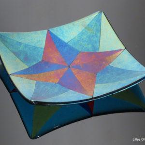Iridescent glass star plate